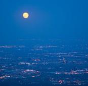La Luna e la pianura