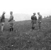 S.A.R. il Principe di Galles Edoardo VIII con il gen. Luca Montuori (comandante la VI Armata) e un ufficiale inglese col gen. Ugo Sani (comandante il XIII C.d.A.)
