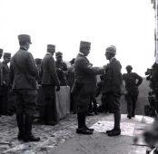 Decorazione dei soldati della VI Armata